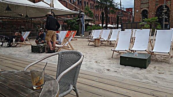 Restaurant Sage et sa plage aménagée au bord du Spree à Berlin néo-rétro et bio