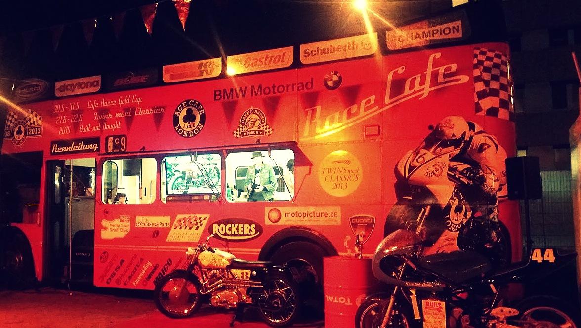 Bus Ace Cafe au festival Pure and Crafted de BMW Motorrad