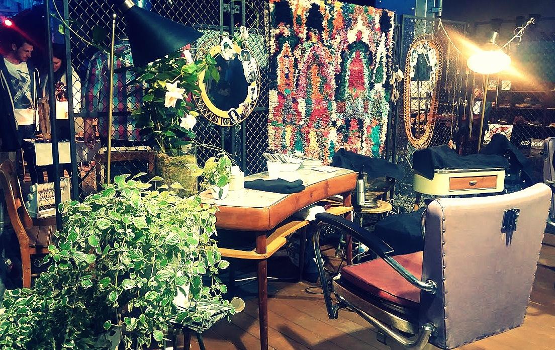 Salon de coiffure vintage au festival Pure and Crafted de BMW Motorrad