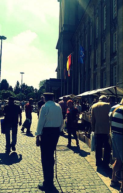 Vide grenier place de la mairie de Schöneberg - Berlin néo-rétro et bio