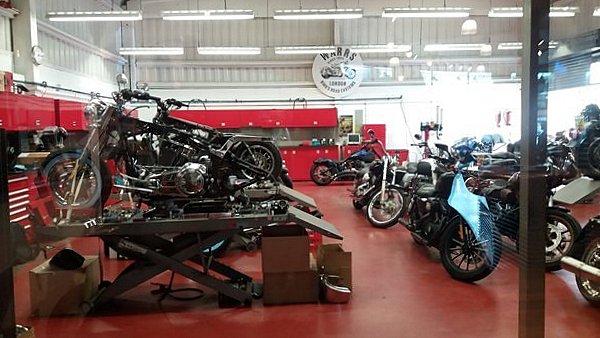 Atelier de la concession Warr's Harley-Davidson LONDRES NEO RETRO et BIO