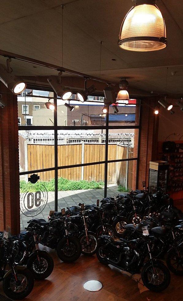 Concession Warr's Harley-Davidson LONDRES NEO RETRO et BIO (1er étage)